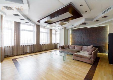 Продаётся 6-комнатная квартира, 250 м²