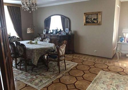 Продаётся 5-комнатная квартира, 214 м²