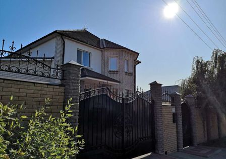 Продаётся 2-этажный дом, 230 м²