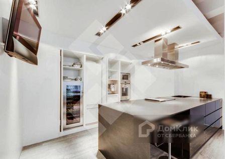 Продаётся 4-комнатная квартира, 162 м²