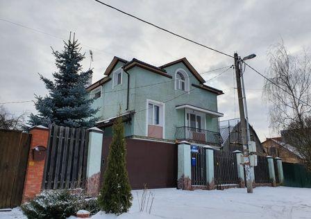 Продаётся 3-этажный дом, 320 м²