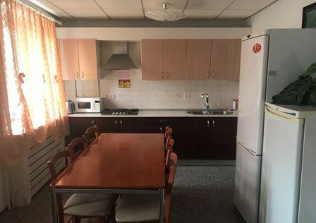 Продаётся 5-комнатная квартира, 210 м²