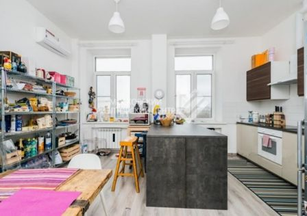 Продаётся 4-комнатная квартира, 127 м²