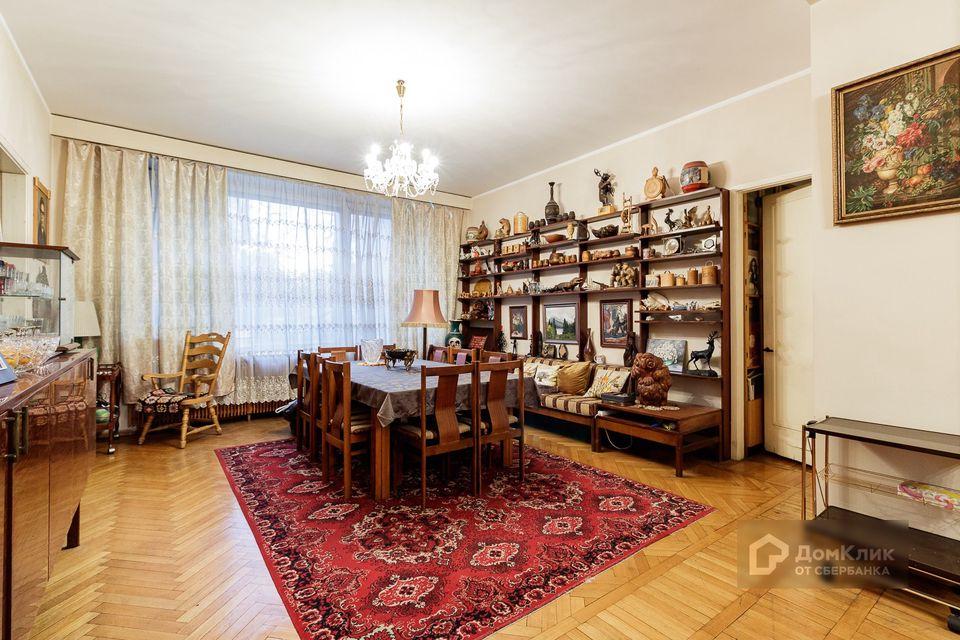 Продаётся 4-комнатная квартира, 141 м²