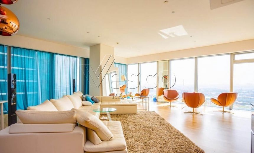 Продаётся 3-комнатная квартира, 216.4 м²