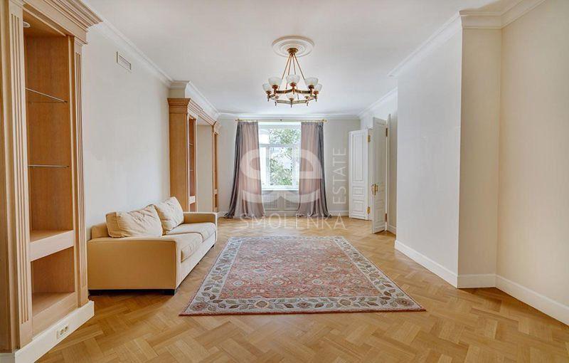 Продаётся 6-комнатная квартира, 240 м²