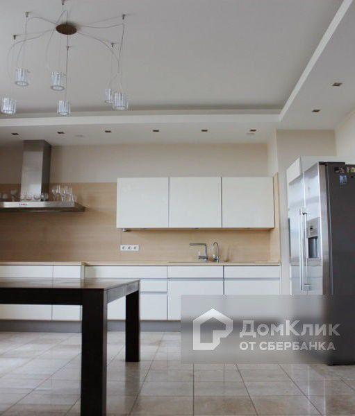 Продаётся 4-комнатная квартира, 158 м²